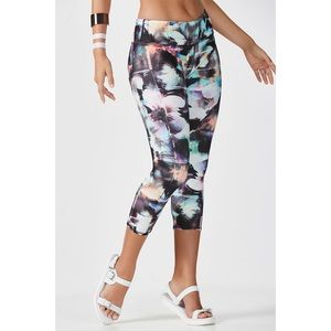 Fabletics Floral Optical Print Capri Leggings S
